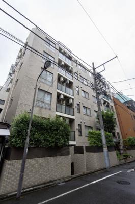 外観。東京メトロ東西線『飯田橋』駅徒歩3分につき、通勤・通学に便利です。周辺には商業施設が多数あり、お買い物にも便利な立地です。