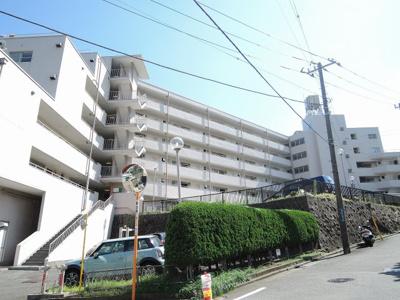 総戸数71戸、昭和51年7月築、管理人は日勤勤務につき管理体制良好です♪