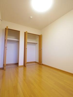 【参考写真】5.5帖洋室のクローゼット