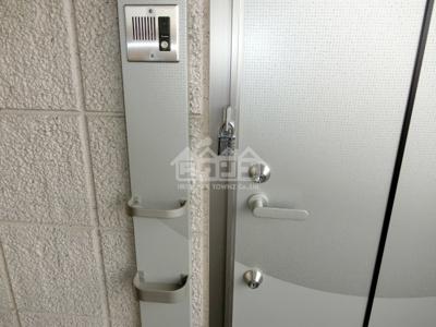 玄関ドアダブルロック・サクラアパートメント