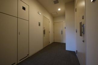 カーペット敷きの廊下は憧れます