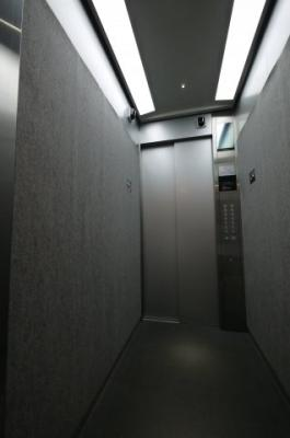 エレベーターにも防犯カメラ搭載