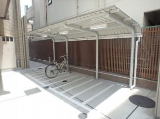 有料の駐輪場は防犯カメラも設置されているので安心です