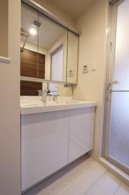 独立洗面台はシャンプードレッサーです