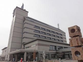 碧南市役所まで950m
