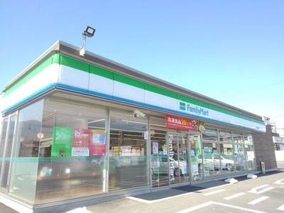 ファミリーマート菰野町田光店まで1300m