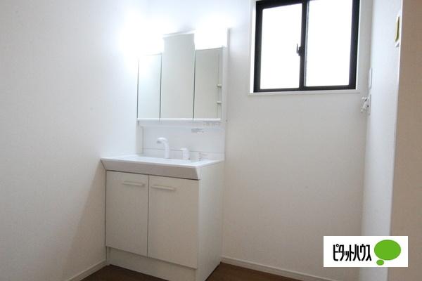 【2号棟】洗面室 白基調の清潔感のある洗面室☆彡