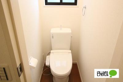 【2号棟】トイレ 温水洗浄・暖房便座機能付きです☆彡