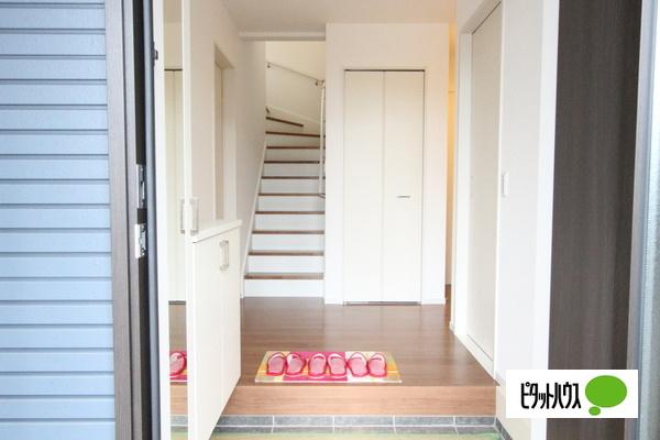 【2号棟】玄関 収納力のある玄関収納☆彡