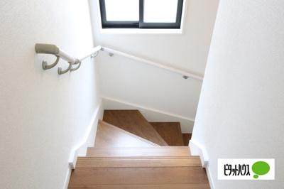 【2号棟】階段 手すりがついてお子様やご年配の方にも安心☆彡