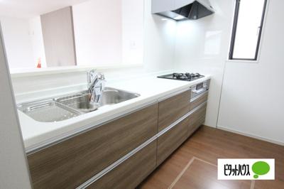 【2号棟】キッチン キッチントップは使い勝手の良い人造大理石仕様☆彡