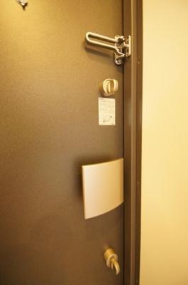 玄関扉は「Wロック」