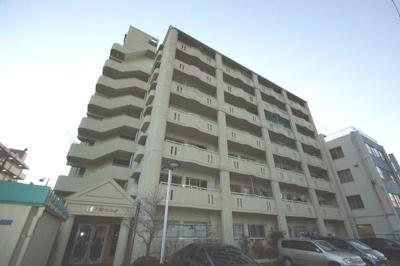 京浜急行線「六郷土手駅」徒歩5分の駅近マンションです。