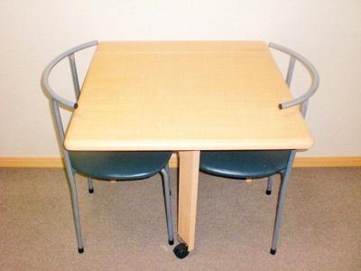 折り畳みテーブル、椅子2脚付き