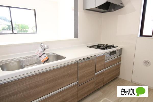 【1号棟】キッチン キッチントップは使い勝手の良い人造大理石仕様☆彡
