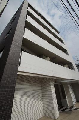 東横線「元住吉」駅より徒歩圏内のデザイナーズマンションです。