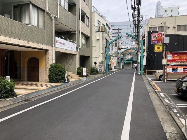 マンション前の通りです。