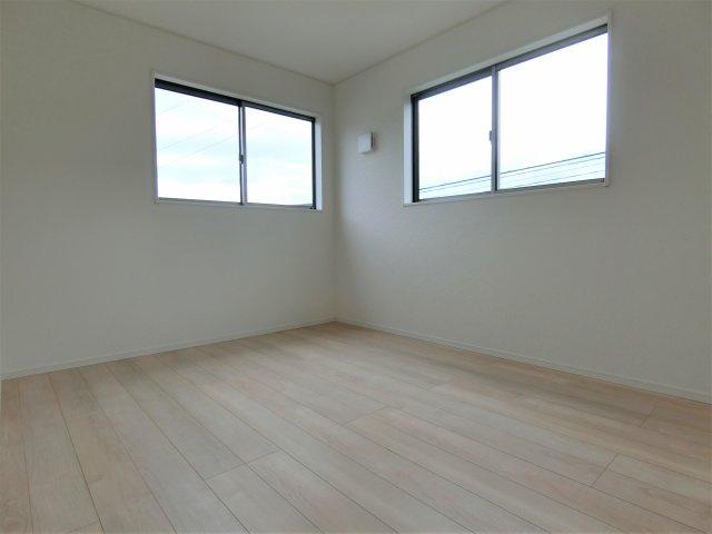 2階6帖の洋室です。