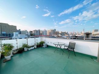 開放感のある屋上ルーフバルコニー 2021年9月4日提供上品と洒落っ気を両立した建物 2021年9月4日提供