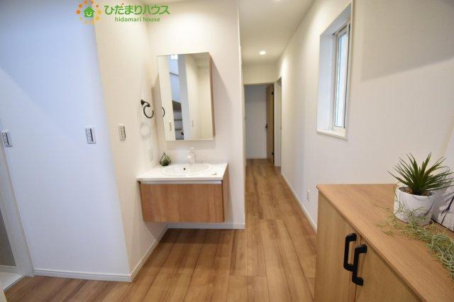 玄関を入った所にも手洗い場を設置!今の時期に嬉しい設備です!!