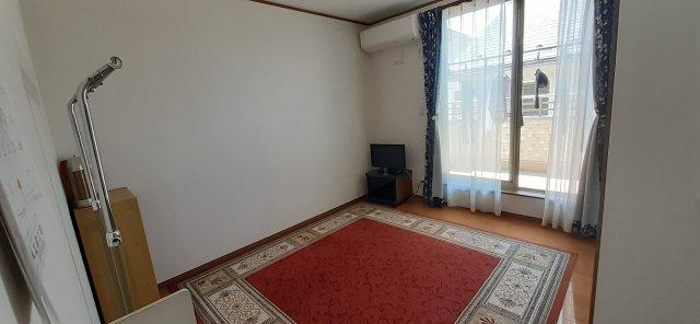 2階洋室(約6.1帖)です