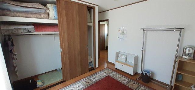 2階洋室(約6.1帖)クローゼット収納