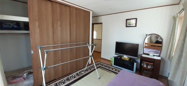 2階洋室(7帖)クローゼット収納
