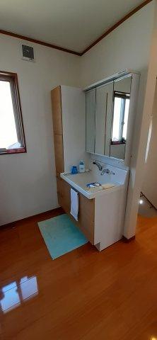 2階廊下にも独立洗面台があります