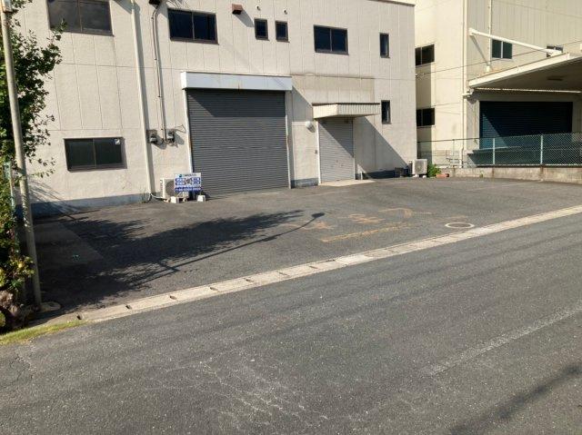 【駐車場】菱江2丁目貸倉庫