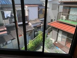 ●裏側が隣地の庭になっていて陽あたり良好です ●現況建物も内覧可能