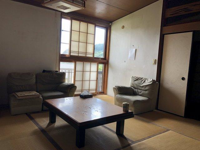 和室奥には美しい眺望が広がっています。