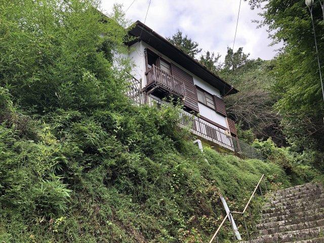 自然豊かな環境の中に佇む邸宅