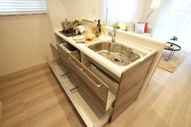 食後の後片付けに便利な食器洗乾燥機・浄水器 標準装備です