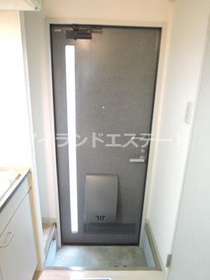 【玄関】レヴィーユ 駅徒歩5分 バストイレ別 南向き