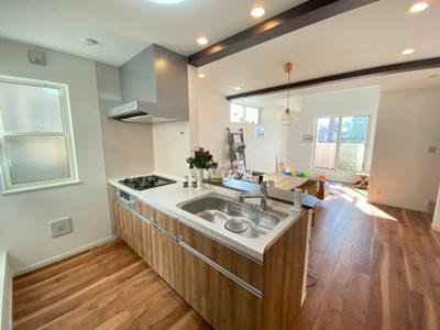キッチン施工例:タカラスタンダードのシステムキッチンを採用