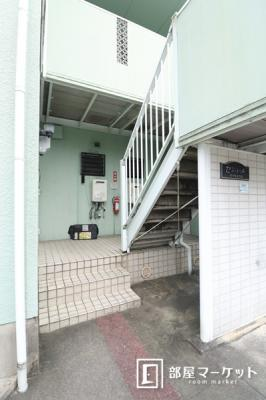 【エントランス】ジュネス若松