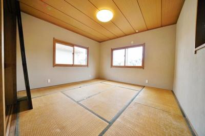 2階にある約8帖の和室です。