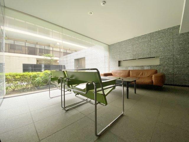 専有面積77.77m2 1階住戸につき階下に気兼ねなく生活できます 1階テラスより外部に出れます