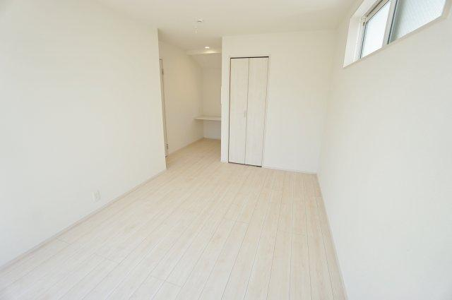 2階8.5帖の洋室にはカウンター付きテレワークスペースございます