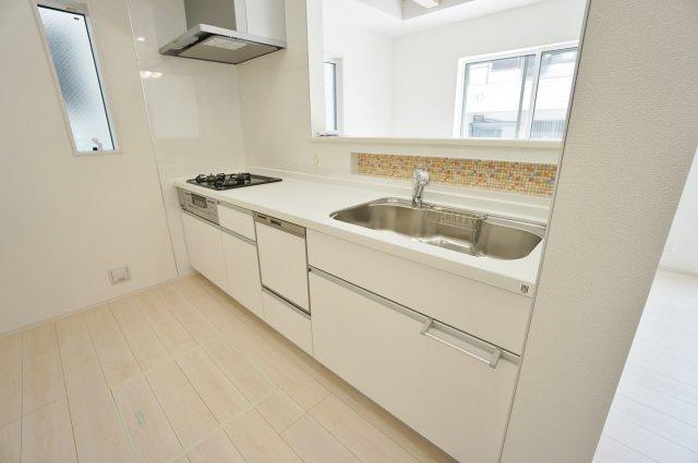 人気の対面式キッチンには食洗機を標準装備です