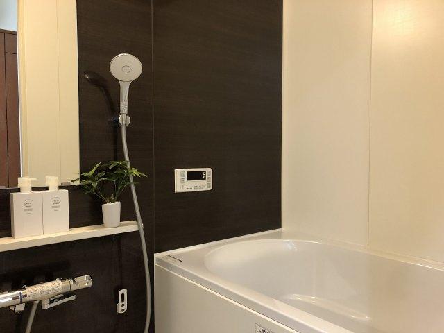 シックな雰囲気の浴室です☆