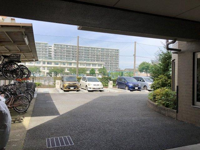 駐車場・駐輪場があります。