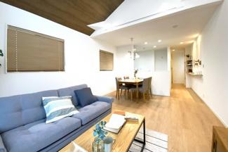床暖房やエアコンが完備された快適なリビングはご家族が自然と集まる空間です。