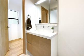水回りが2階に集約されており家事動線も少なく生活しやすい間取りとなっております。
