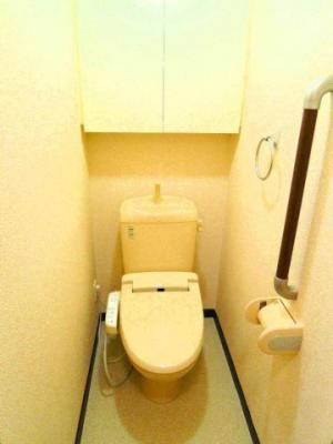 人気の温水洗浄便座も付いてます!