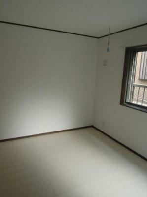 白基調で清潔感のあるお部屋です。