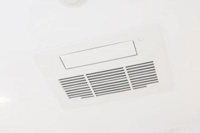 浴室換気暖房乾燥機 雨の日や夜間も洗濯物を乾かせます。除菌や防カビ対策、予備暖房にも効果的。