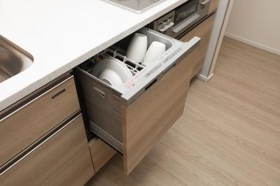 食器洗い乾燥機 高温のターボ噴射によるパワフル除菌洗浄と除菌乾燥のW除菌。静音タイプ。