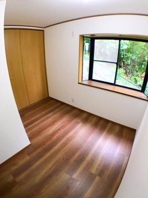 2階約5.3帖の洋室です♪