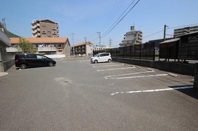 【駐車場】ヴィラージュ C棟